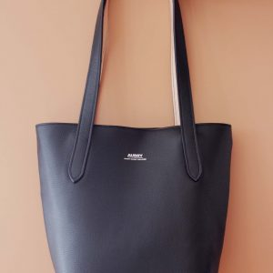 sac cabas noir entièrement fait de cuir